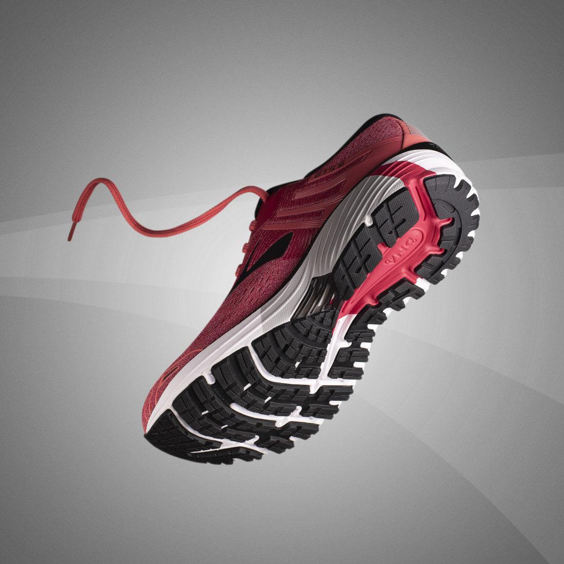 Fotografia still life per campagna pubblicitaria scarpa sportiva