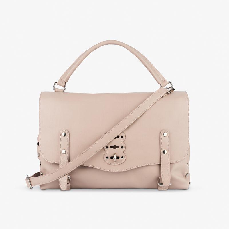 Foto borse moda su sfondo bianco