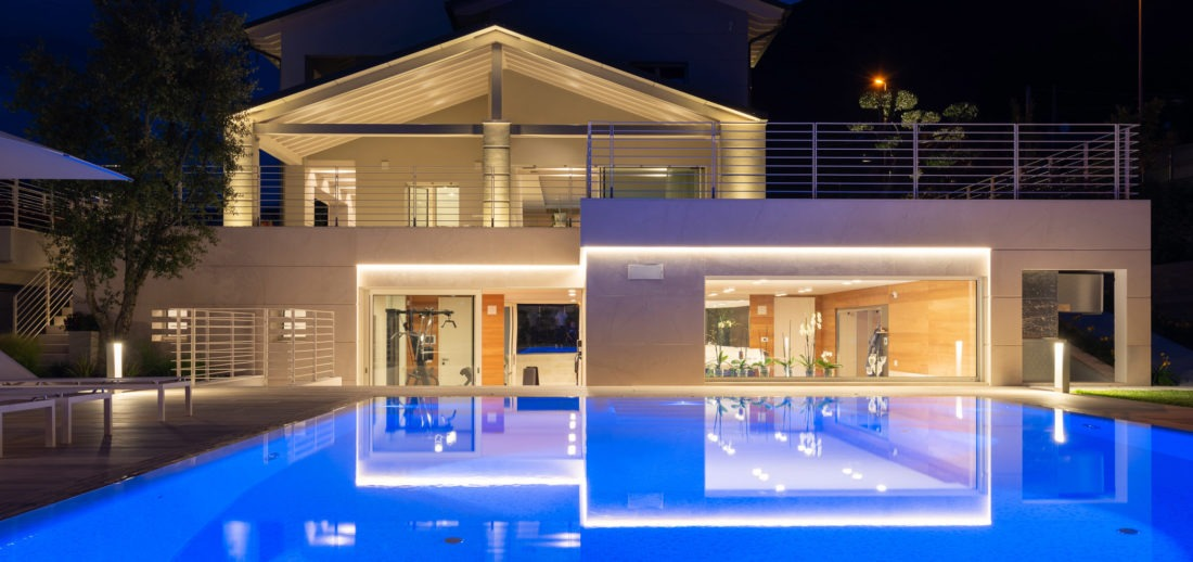 Villa con piscina fotografata da Inlet Studio