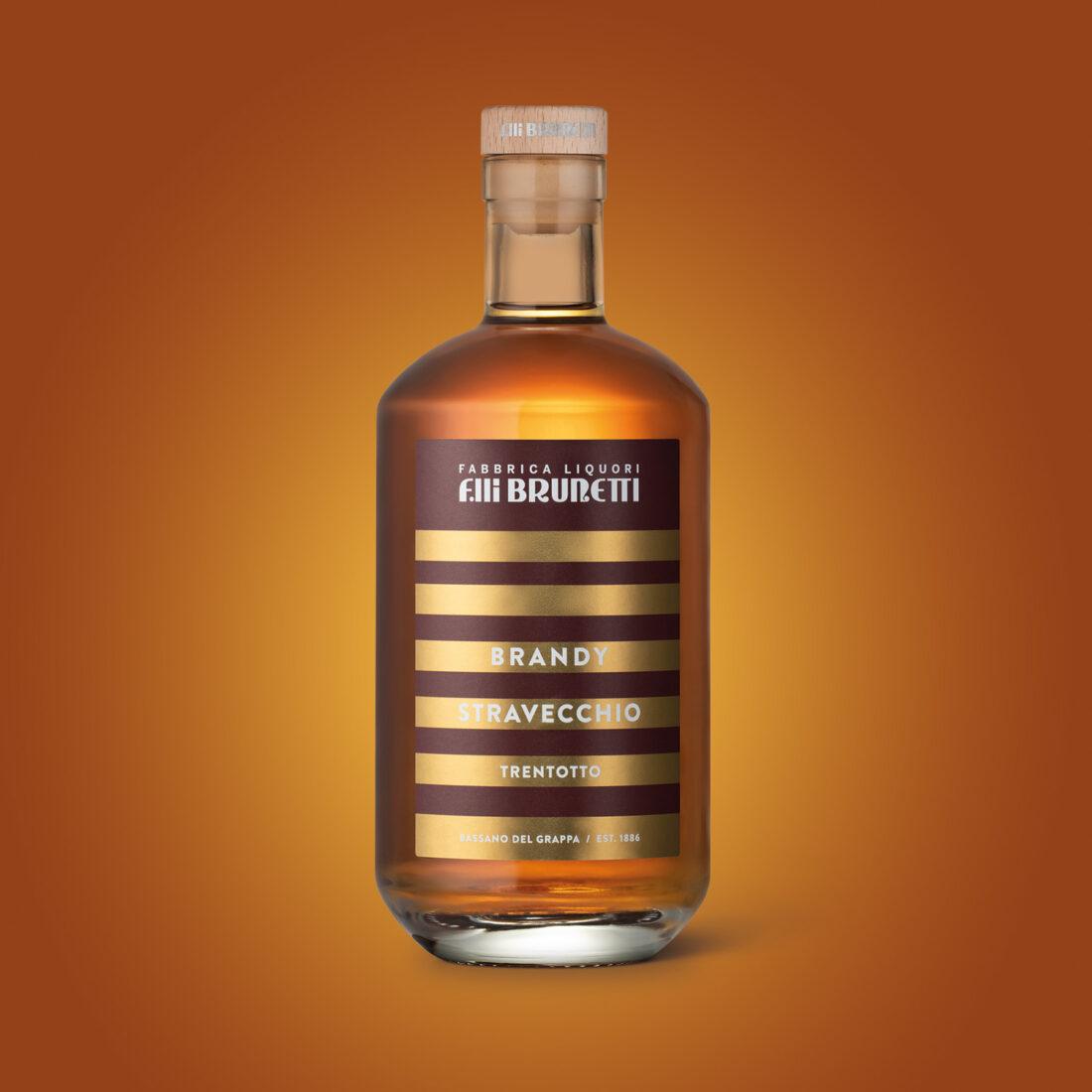 Foto still life bottiglia di brandy Brunetti