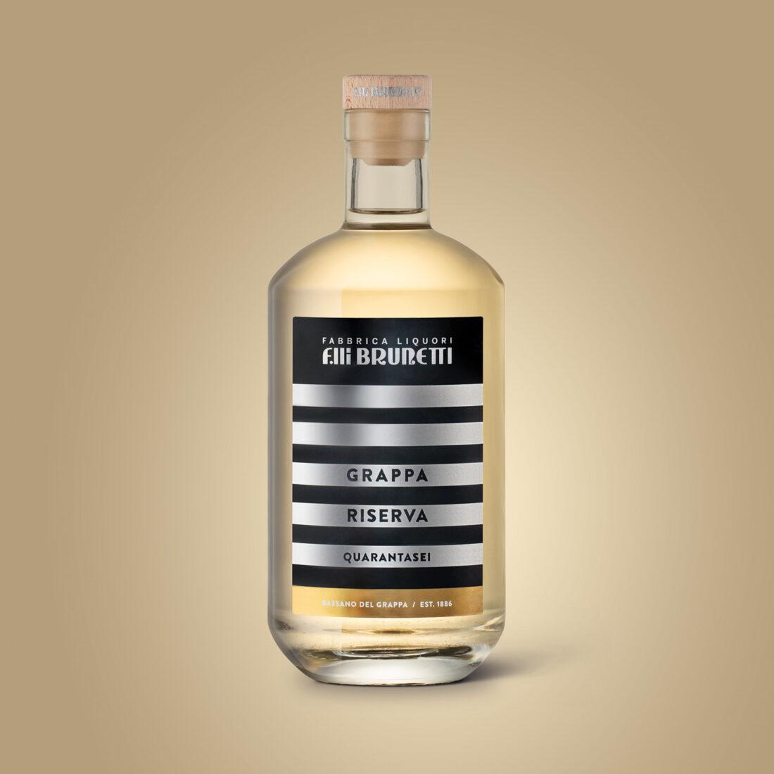 Foto still life bottiglia di liquore Brunetti