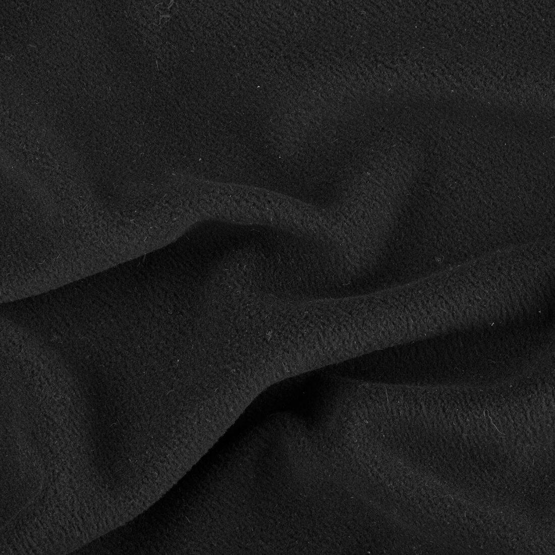 Foto prima della post-produzione: ci sono piccoli granelli di polvere evidenziati dal flash