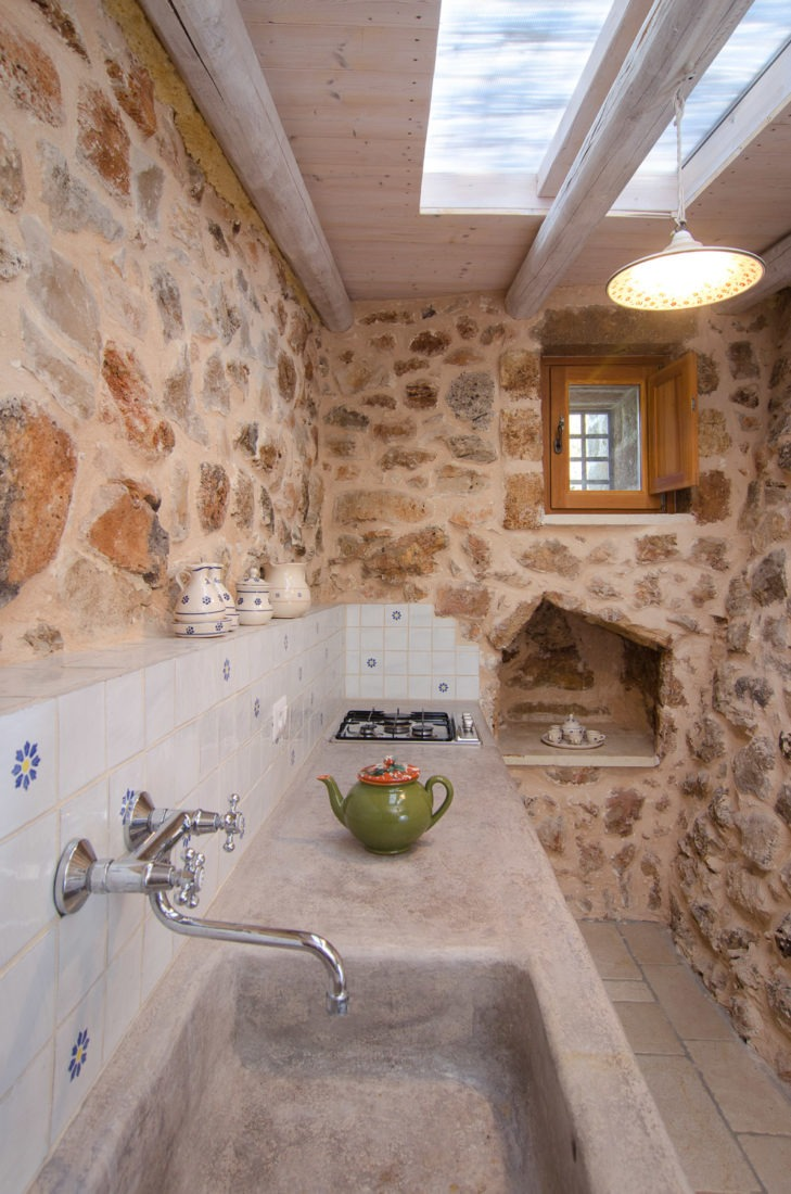 Foto cucina all'interno di un trullo
