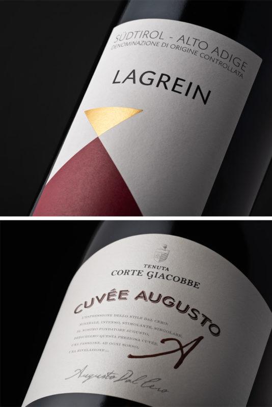 Foto di dettaglio di bottiglie di vino