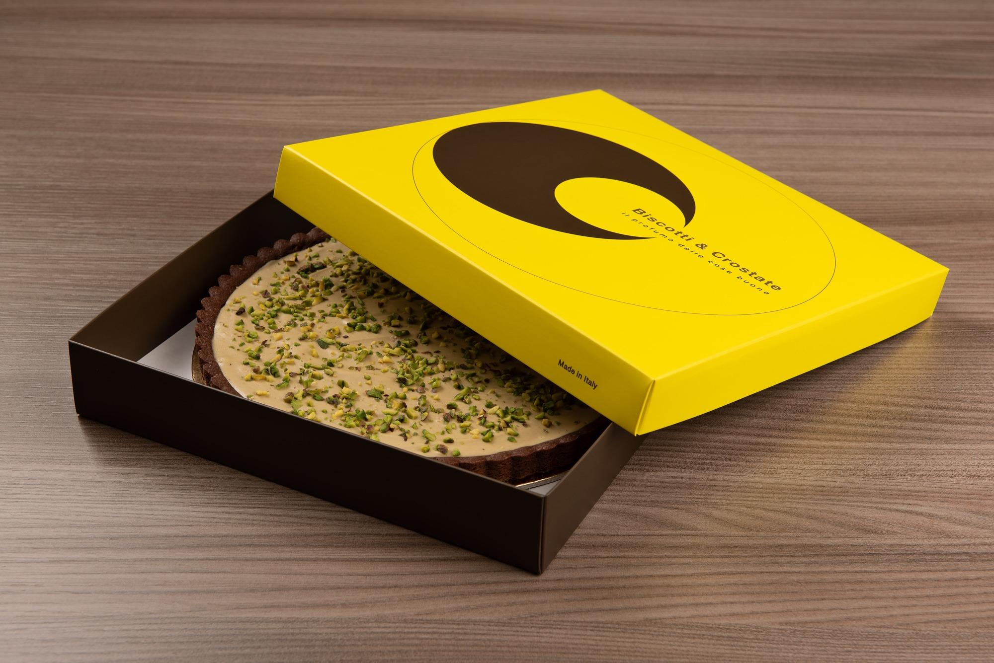 Packaging di una torta al pistacchio